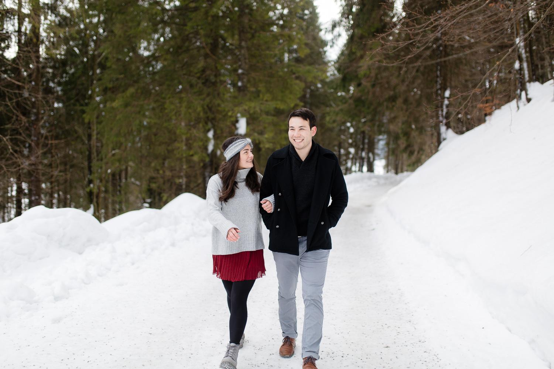 Schnee fotoshooting mit einem Paar am Spitzingsee