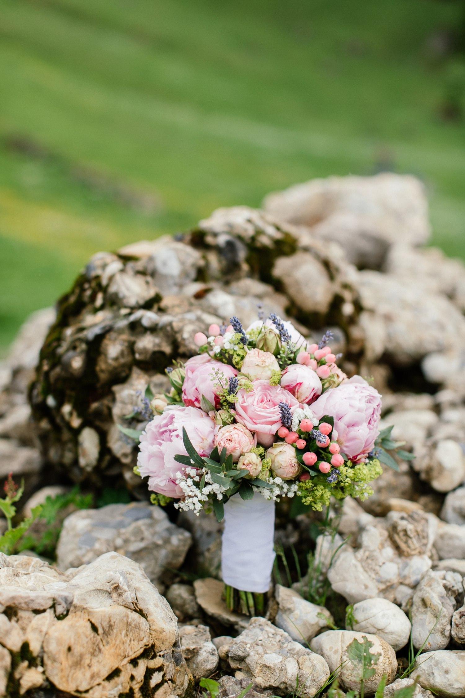 Hochzeit in den Bergen brautstrauss