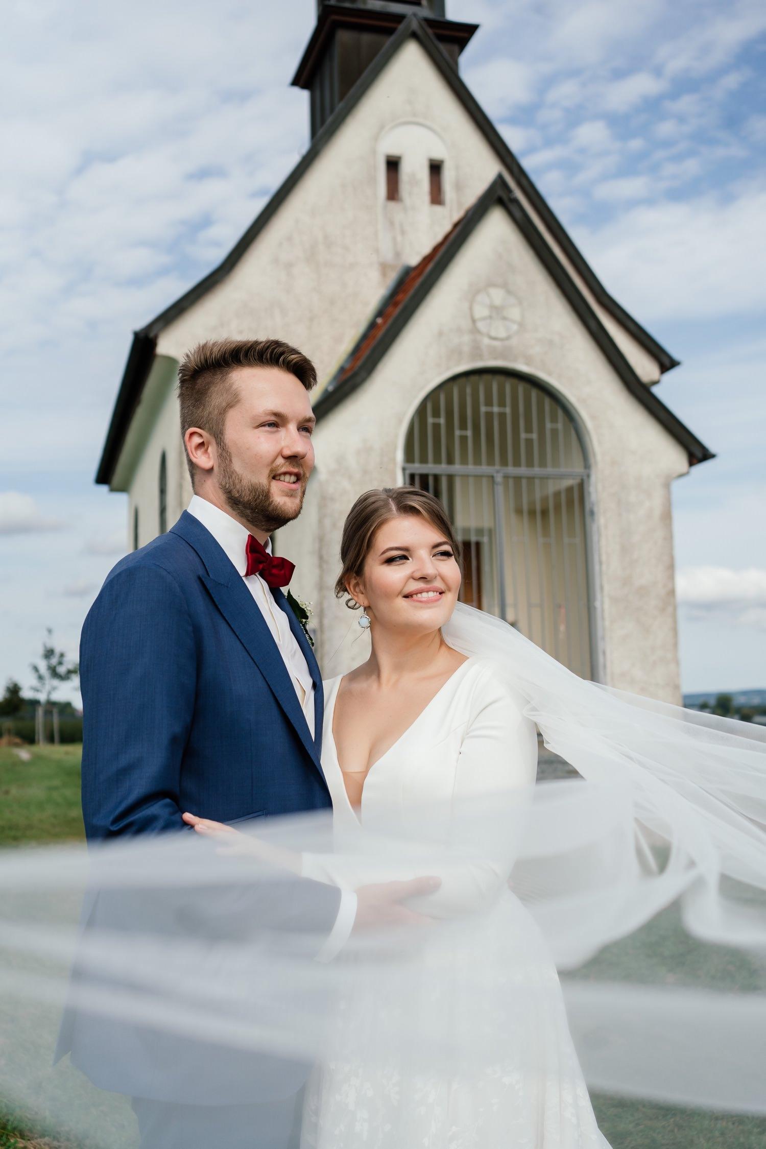 Schöne Brautpaarportraits von Hochzeitsfotografin in Friedrichshafen